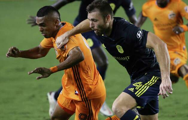 Houston Dynamo forward Mauro Manotas (9) battles with Nashville SC defender David Romney (4) during the second half of a MLS game Wednesday, Oct. 14, 2020, at BBVA Stadium in Houston. Houston Dynamo lost to Nashville SC 3-1. Photo: Yi-Chin Lee, Staff Photographer / © 2020 Houston Chronicle