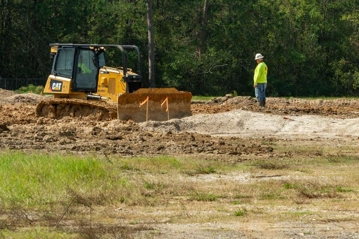 Construction workers work on the ground at the site of the elementary school. The Viidor ISD has begun working on the rebuilding of Vidor Middle School and Oak Forest Elementary School. Photo made on October 12, 2020. Fran Ruchalski/The Enterprise