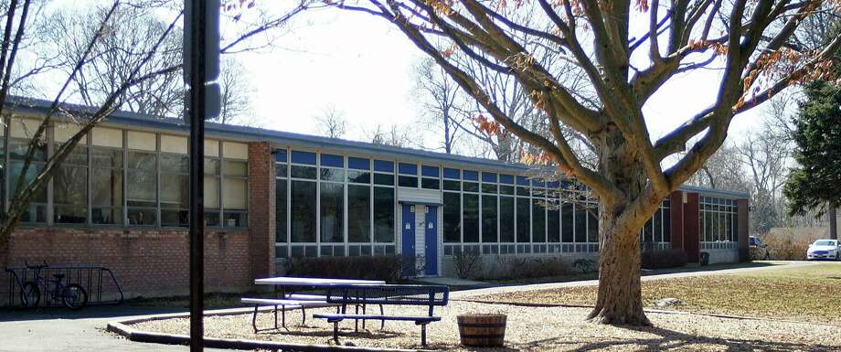 File photo of Holland Hill School. Photo: Genevieve Reilly / Genevieve Reilly / Fairfield Citizen