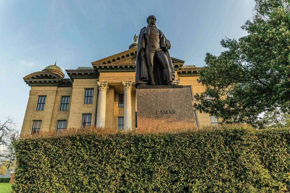 The statue of Mirabeau B. Lamar, the second president of Texas, stands in front of the historical courthouse in Richmond in Fort Bend County. / Shutterstock
