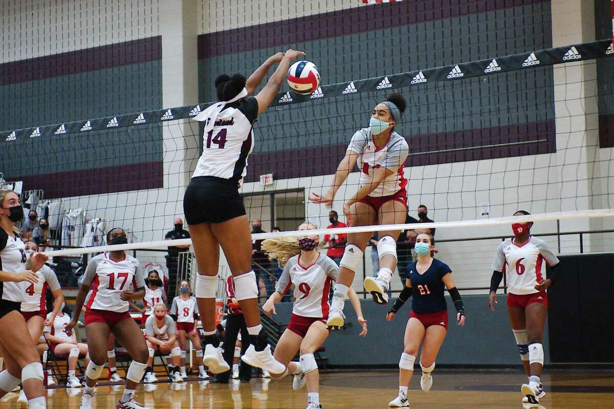 Pearland's Aryelle Stevens (14) tries to block a shot by Dawson's Ava Kennon (12).