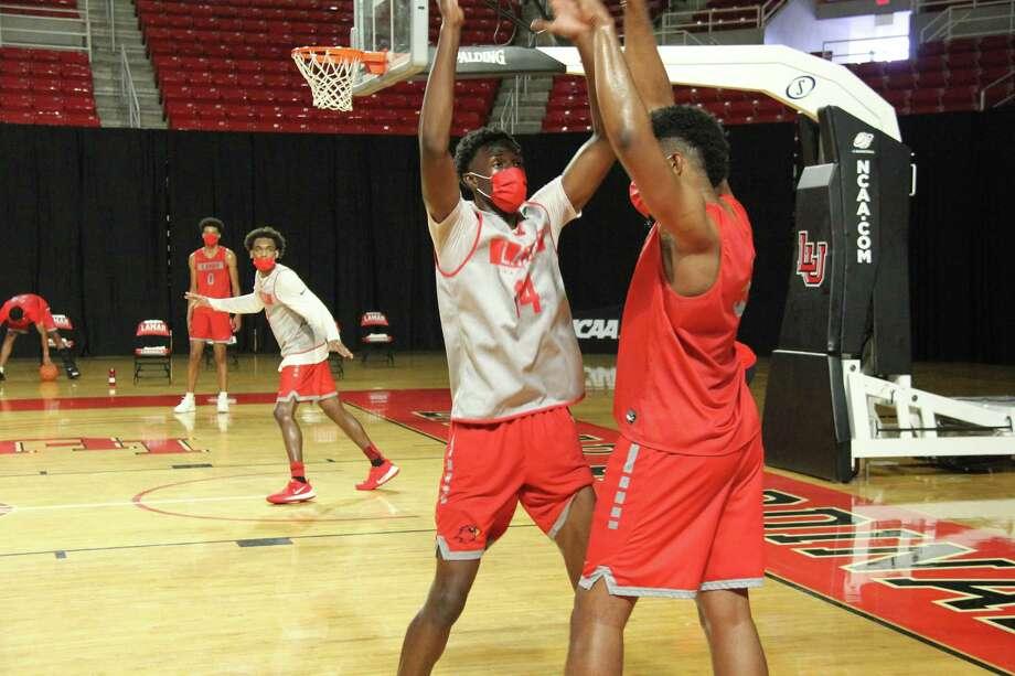 Lamar sophomore Corey Nickerson defends senior Avery Sullivan during a practice Wednesday at the Montagne Center. Photo: James Dixon/LU Athletics