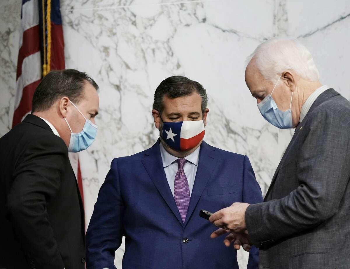 Sen. Mike Lee confers with Texas Sens. Ted Cruz and John Cornyn, who blocked President Barack Obama's court picks.
