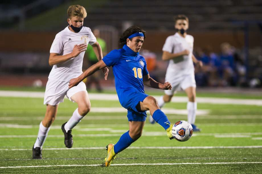 Midland High's Cole Schelb takes a shot during a Sept. 30, 2020 game against Dow High. Photo: Daily News File Photo