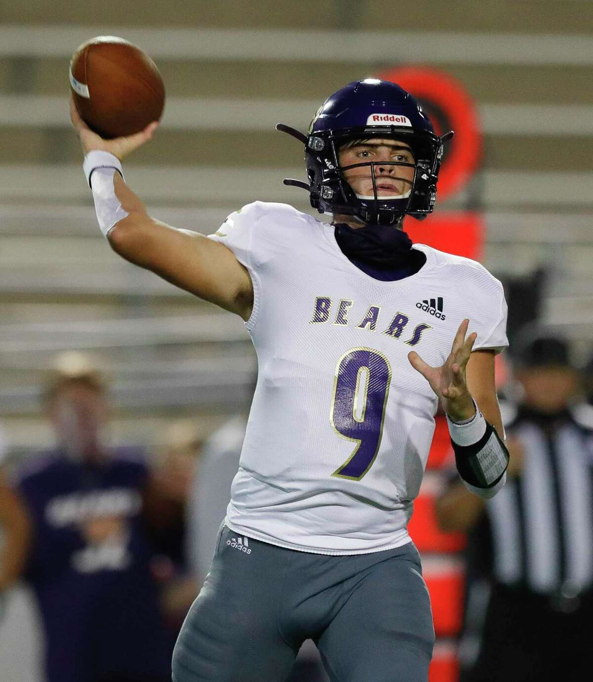 Montgomery quarterback Brock Bolfing (9) throws a pass during the first quarter of a non-district high school football game at Woodforest Bank Stadium, Thursday, Oct. 15, 2020, in Shenandoah.