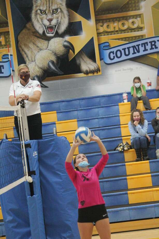 Evart's volleyball team took Pine River to four matches on Thursday before falling. Photo: John Raffel
