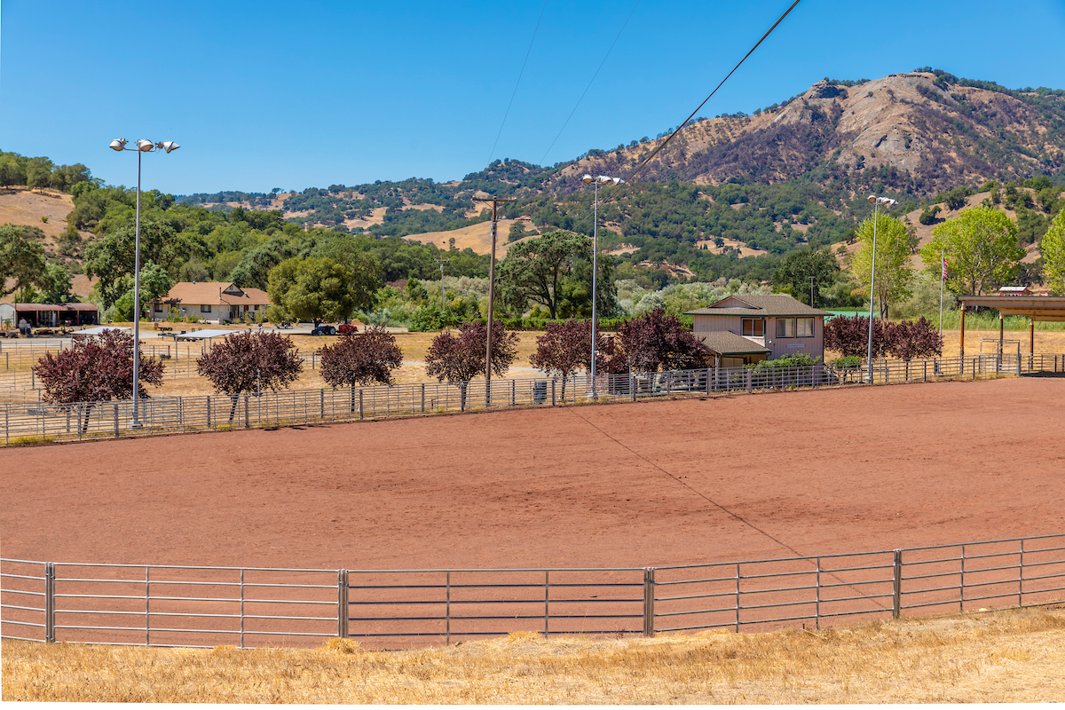 This lighted horse training arena is on over an acre of land.