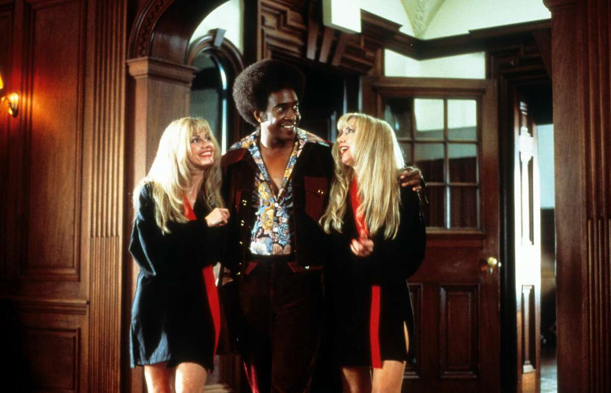 Tim Meadows with two women in a scene from the film