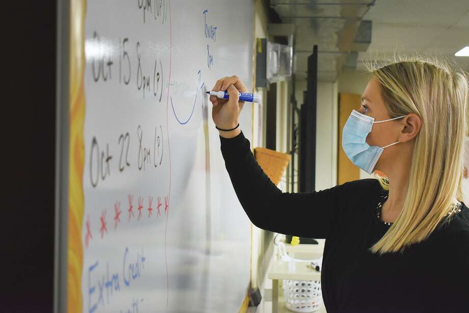 Caitlin Smith, a social sciences teacher at Waverly High School, prepares for class. Photo: Samantha McDaniel-Ogletree | Journal-Courier