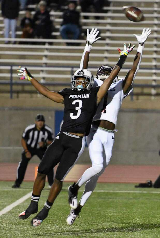 Lee's Tre Hubert (1) attempts to intercept as Permian's D'Shybreon Stephens-Deary (3) tries to catch the pass Friday, Oct. 16, 2020 at Ratliff Stadium. Jacy Lewis/Reporter-Telegram Photo: Jacy Lewis/Reporter-Telegram
