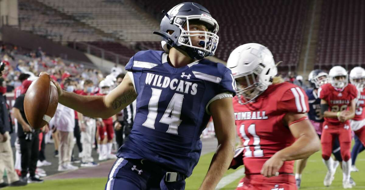 Tomball Memorial quarterback Joseph Manjack (14) runs in a touchdown in front of Tomball lineman Gentry Sipe (11) during the first half of a high school football game played at Kyle Field Friday, Oct. 16, 2020 in College Station, TX.