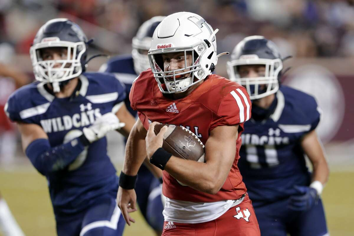 Tomball quarterback/wide receiver Cale Hellums, middle, runs for a gain in front of Tomball Memorial's Jad Oestike (9) and Alex Edmondson (11) during the first half of a high school football game played at Kyle Field Friday, Oct. 16, 2020 in College Station, TX.