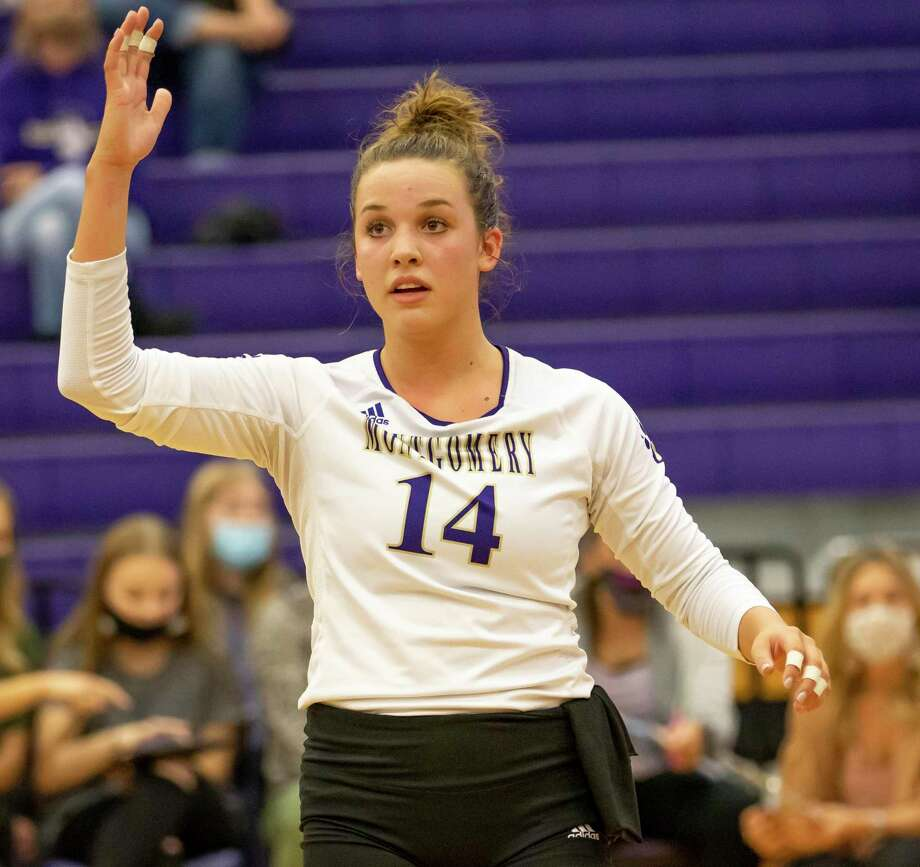 Montgomery setter Raina McWhirter (14) posted 40 assists and 15 digs during a win over Lake Creek on Friday. Photo: Gustavo Huerta, Houston Chronicle / Staff Photographer / 2020 © Houston Chronicle