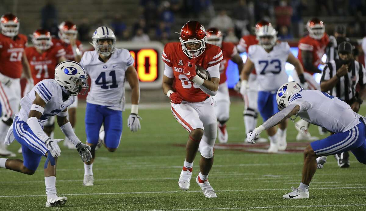 Houston Cougars tight end Christian Trahan (85) carries the ball during the first quarter against the Brigham Young Cougars Friday, Oct. 16, 2020, at TDECU Stadium in Houston.