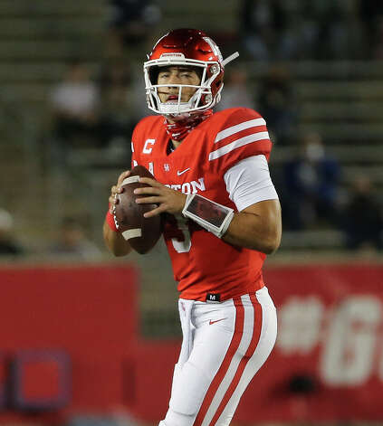 Houston Cougars quarterback Clayton Tune (3) looks for a pass during the first quarter against the Brigham Young Cougars Friday, Oct. 16, 2020, at TDECU Stadium in Houston. Photo: Yi-Chin Lee/Staff Photographer / © 2020 Houston Chronicle