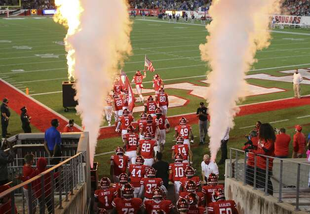 Houston Cougars takes the field before taking on Brigham Young Cougars Friday, Oct. 16, 2020, at TDECU Stadium in Houston. Photo: Yi-Chin Lee/Staff Photographer / © 2020 Houston Chronicle