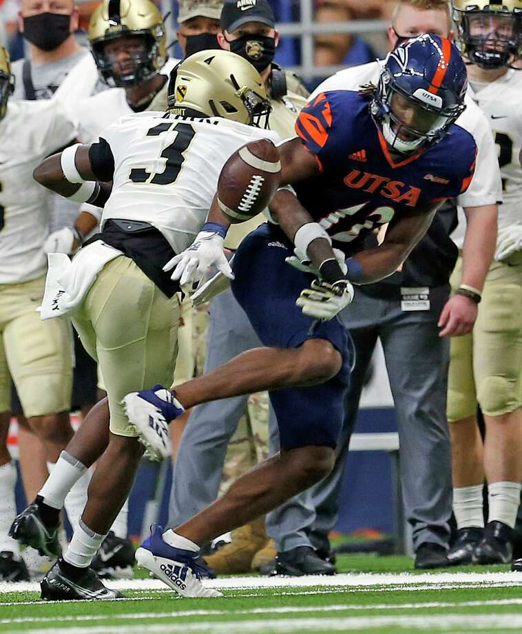 Army Julian McDuffie knocks pass away from UTSA receiver Joshua CephusArmy v UTSA at the Alamodome on Saturday, October 17, 2020. First half score is UTSA 10 Army 14 Photo: Ronald Cortes/Contributor / 2020 Ronald Cortes