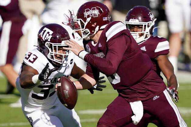 Texas A&M linebacker Aaron Hansford (33) closes in to sack Mississippi State quarterback K.J. Costello (3) during the second quarter of an NCAA college football game in Starkville, Miss., Saturday, Oct. 17, 2020. (AP Photo/Rogelio V. Solis) Photo: Rogelio V. Solis, Associated Press / Copyright 2020. The Associated Press. All rights reserved