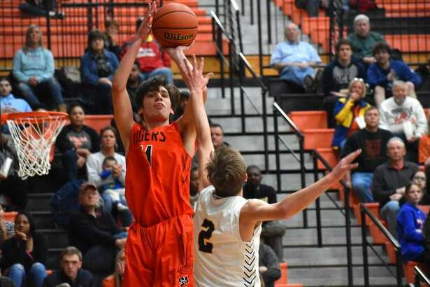 Edwardsville's Brennan Weller puts up a jump shot during the Class 4A Edwardsville Regional championship game last year.