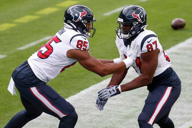 Houston Texans tight ends Pharaoh Brown 985) and Darren Fells (87) warm up before an NFL football game against the Tennessee Titans at Nissan Stadium on Sunday, Oct. 18, 2020, in Nashville. Photo: Brett Coomer, Staff Photographer / © 2020 Houston Chronicle