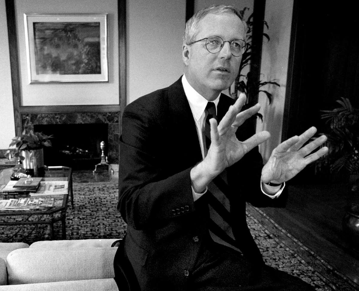 James A. Johnson in his office at Fannie Mae's Washington, D.C., headquarters in 1998.