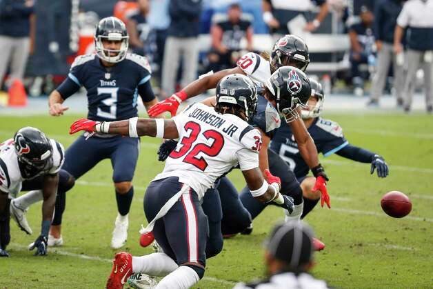 The Houston Texans and Tennessee Titans chase after a loose ball after the Texans blocked at field goal attempt by Titans kicker Stephen Gostkowski during the third quarter of an NFL football game at Nissan Stadium on Sunday, Oct. 18, 2020, in Nashville. Photo: Brett Coomer, Staff Photographer / © 2020 Houston Chronicle