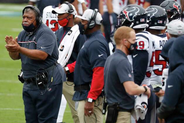 Houston Texans interim head coach Romeo Crennel claps during the first half of an NFL football game against the Tennessee Titans at Nissan Stadium on Sunday, Oct. 18, 2020, in Nashville. Photo: Brett Coomer, Staff Photographer / © 2020 Houston Chronicle