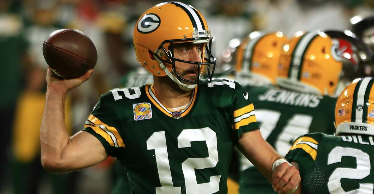 Aaron Rodgers #12 of the Green Bay Packers throws against the Tampa Bay Buccaneers during the fourth quarter at Raymond James Stadium on October 18, 2020 in Tampa, Florida. (Photo by Mike Ehrmann/Getty Images)