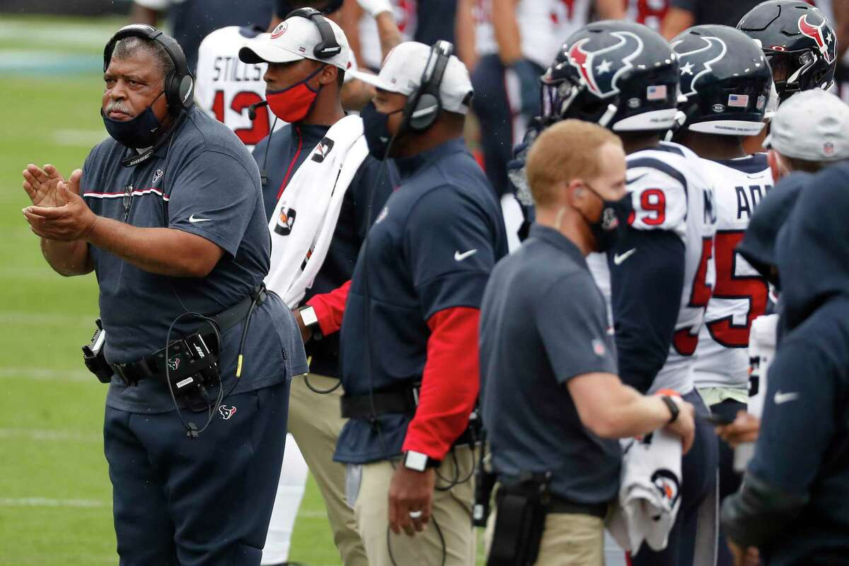 Texans interim coach Romeo Crennel's bold decision to go for a likely winning 2-point conversion is questioned by fans in this week's mailbag.