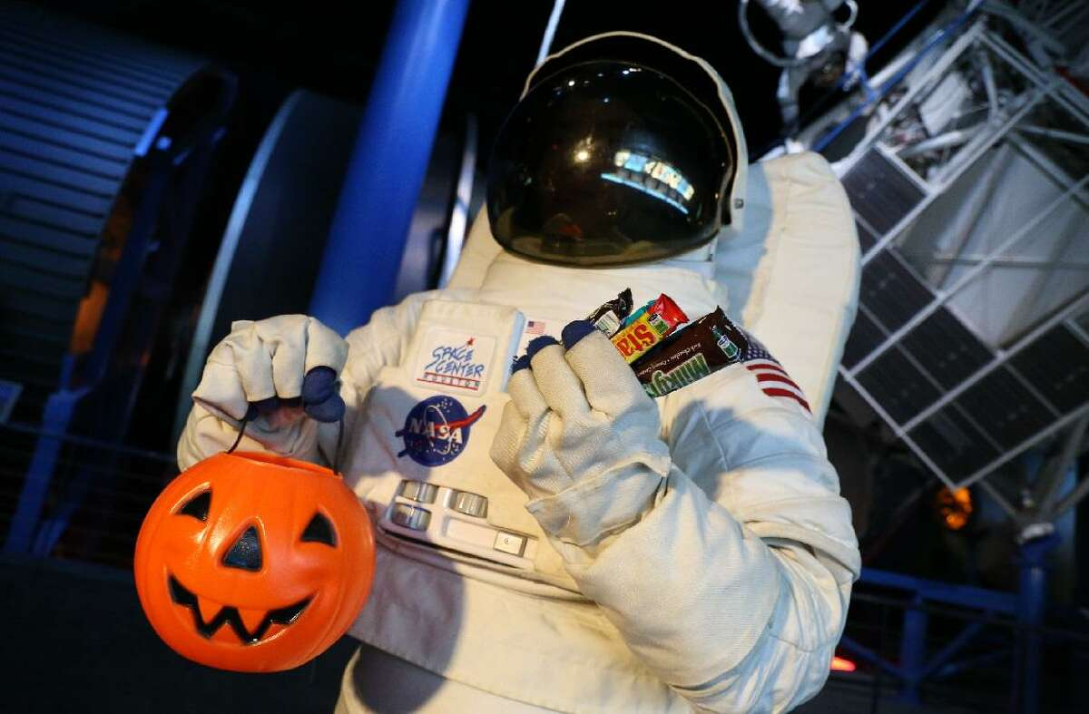This space helmet might be a pretty COVID-friendlycostume.