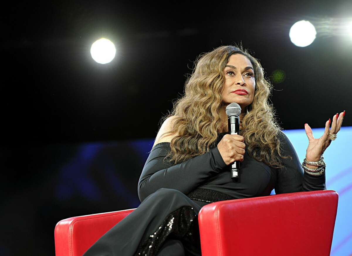 Tina Knowles attends Beautycon Festival Los Angeles 2019 at the Los Angeles Convention Center.