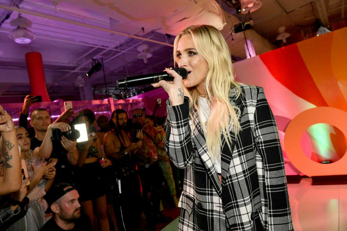 Ashlee Simpson Ross performs at the boohoo NYFW celebration at the boohoo Mansion.