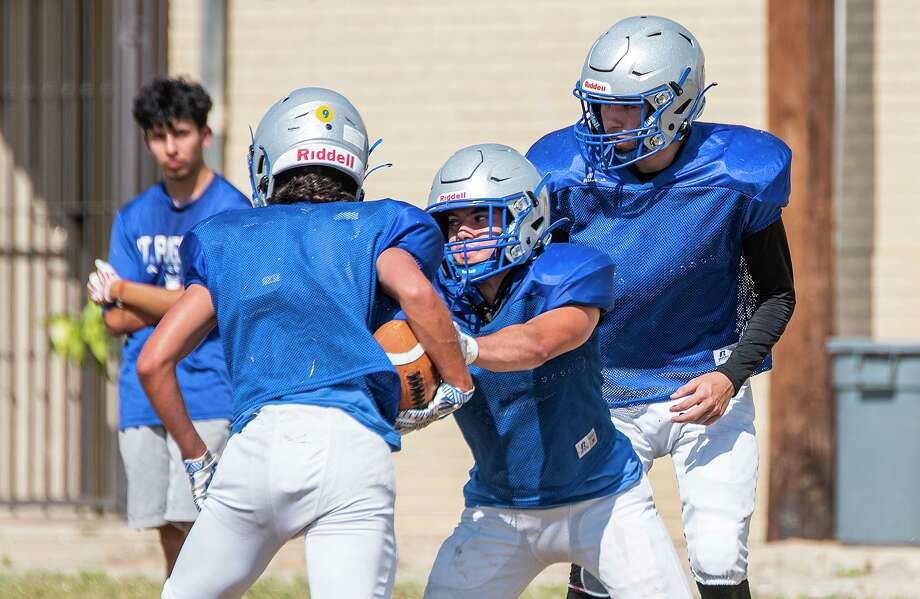 St. Augustine won its first-ever football game Friday as it defeated San Antonio Castle Hills. Photo: Danny Zaragoza /Laredo Morning Times File