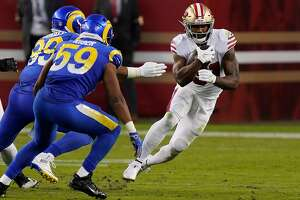 SANTA CLARA, CALIFORNIA - OCTOBER 18: Raheem Mostert #31 of the San Francisco 49ers runs against the Los Angeles Rams during the second quarter at Levi's Stadium on October 18, 2020 in Santa Clara, California. (Photo by Thearon W. Henderson/Getty Images)