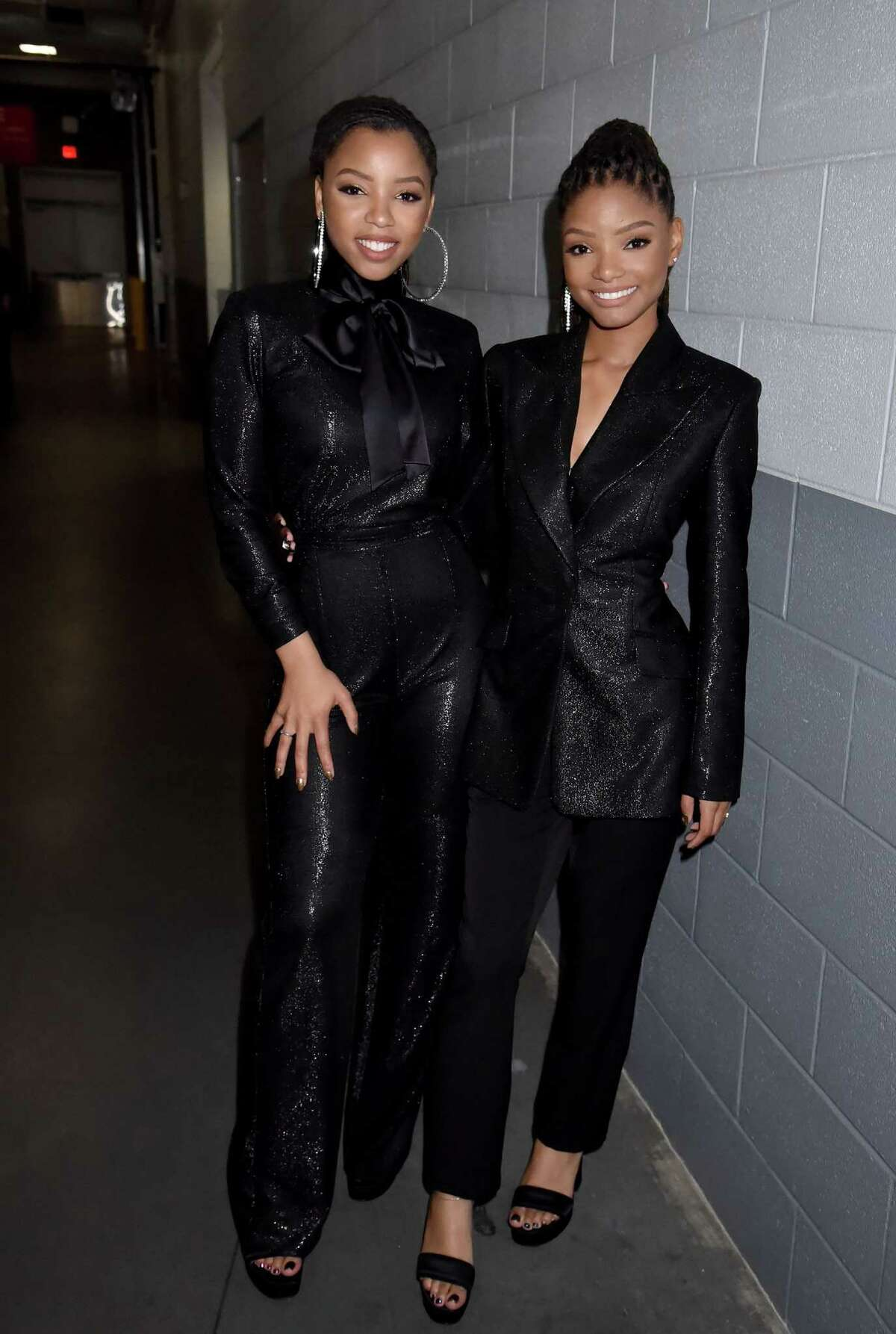 February 2019: The musicians wore all-black outfits featuring subtle shimmer, hoop earrings, and high heels to perform