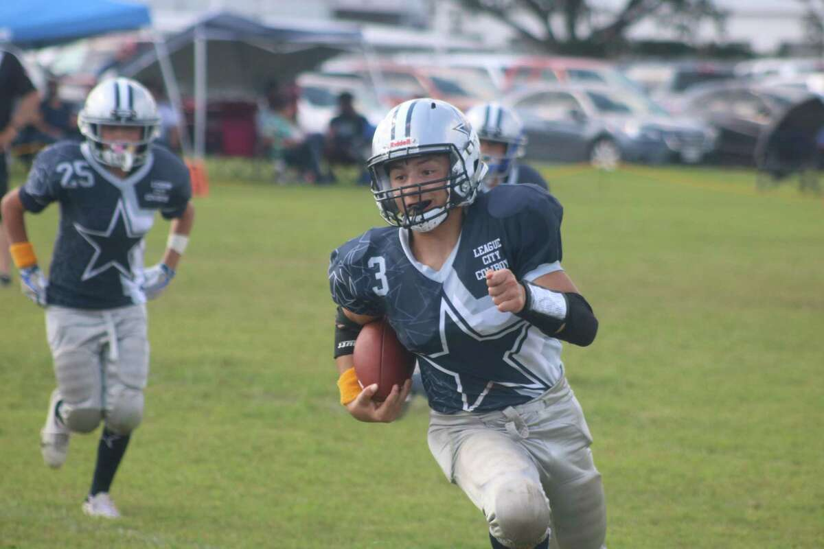 The League City Cowboys invade Deer Park this Saturday and the strongest player on the Seniors roster is this young man, Michael Pugh, Jr. Pugh scored three touchdowns against the once-beaten Baytown Broncos and very few kids can say they've done that.