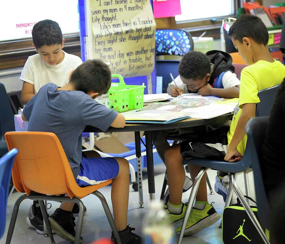 Fourth-graders work in reading class at South Street School in Danbury, Conn., Thursday, Sept. 15, 2016. Photo: Carol Kaliff / Hearst Connecticut Media / The News-Times