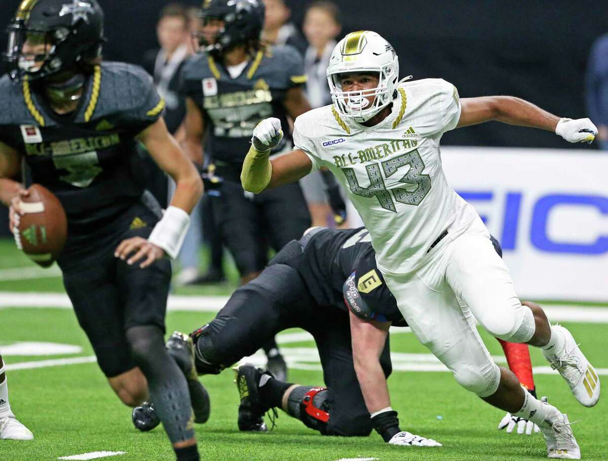 Antonian's Devin Grant begins to run down the East quarterback Evan Prater on a play in the second half at the All-American Bowl at the Alamodome on Jan. 4, 2020.