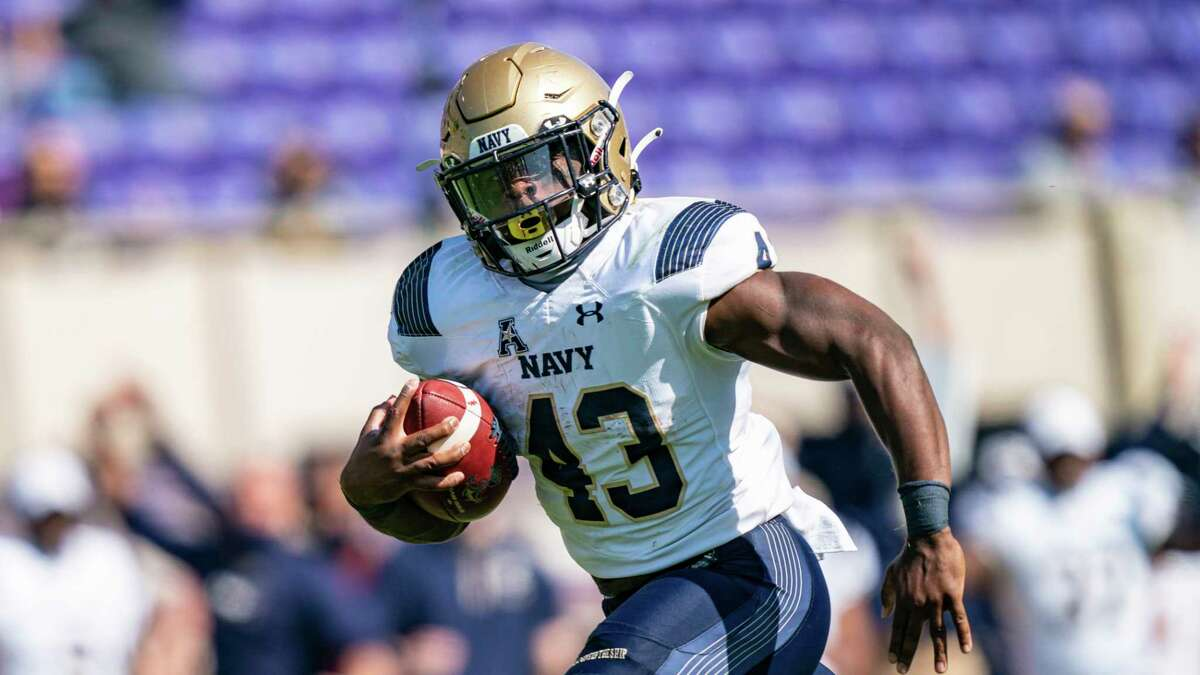 Fullback Nelson Smith and Navy are seeking the program's first 4-0 start since 2016.