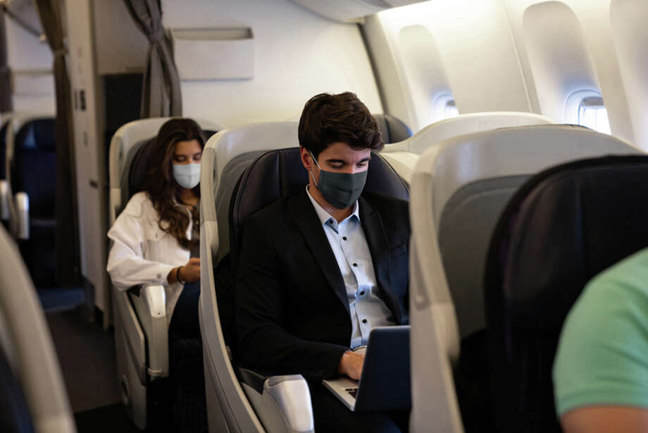 It was only a few months ago that U.S. airlines cracked down on their requirement that all passengers wear masks in flight. Photo: Andresr/Getty Images