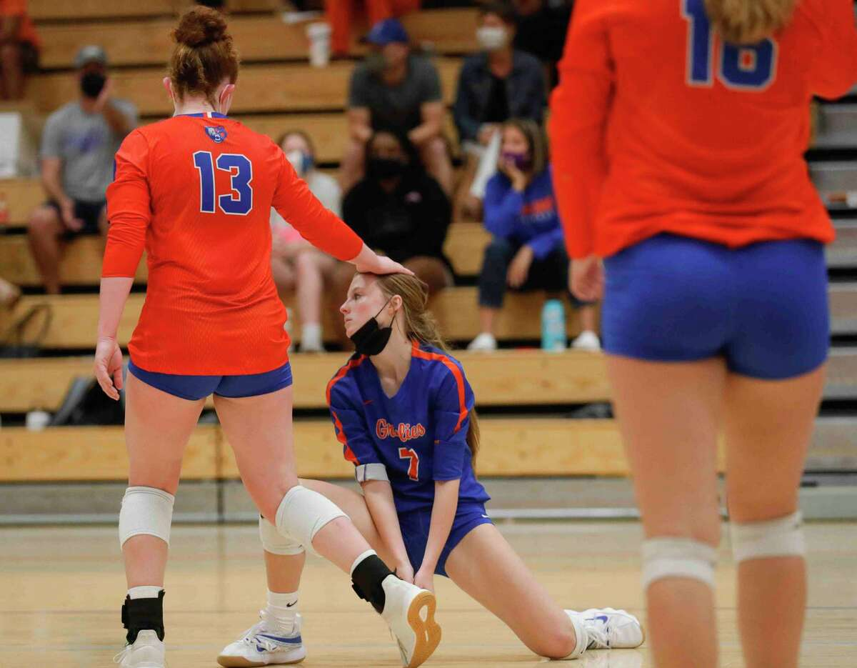 Grand Oaks outside hitter Mykenah Calder (13) comforts libero Ava Terry (7) after missing a dig during the fifth set of a District 13-6A high school volleyball match at Grand Oaks High School, Tuesday, Oct. 20, 2020, in Spring.