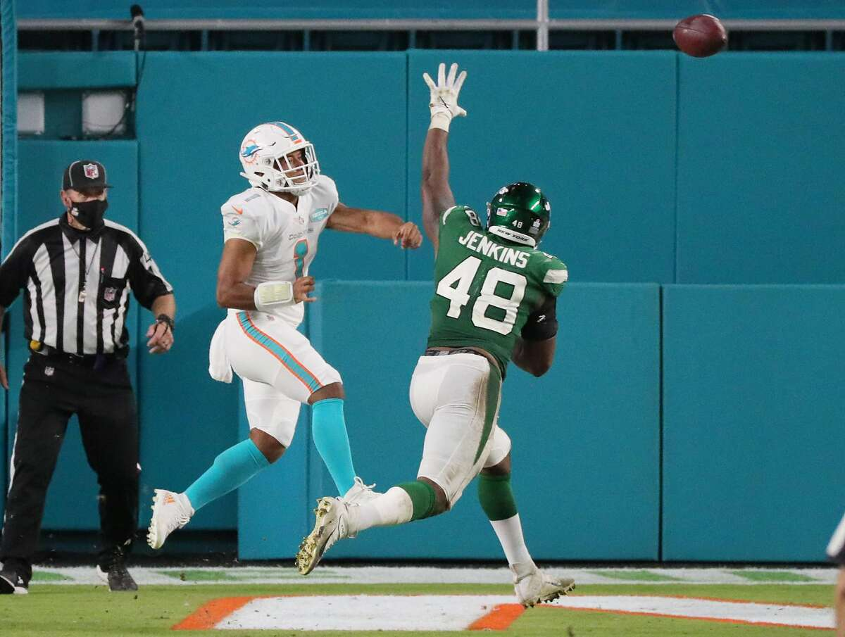 Miami Dolphins quarterback Tua Tagovailoa (1) throws his first pass in the NFL in the fourth quarter against the New York Jets on Sunday, Oct. 18, 2020 at Hard Rock Stadium in Miami Gardens, Florida. (Charles Trainor Jr./Miami Herald/TNS)