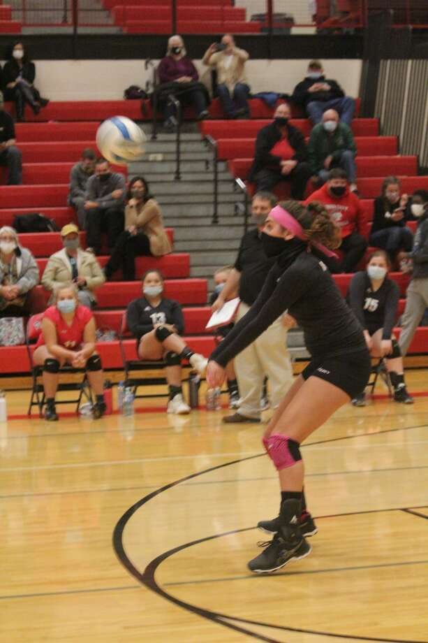 Reed City's volleyball team lost to Fremont in three games on Tuesday Photo: John Raffel