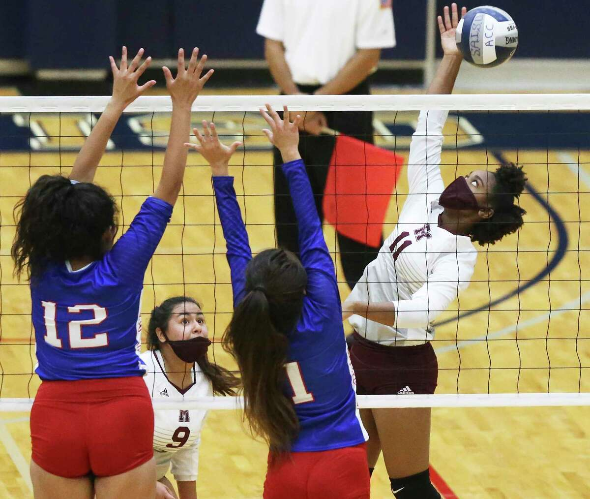 Janiah Perkins flips the ball away from Mustang blockers Jessa Torres (12) and Savanna St. Clair as Highlands beats Jefferson 3-0 in volleyball at Alamo Convocation Center on Oct.20, 2020.