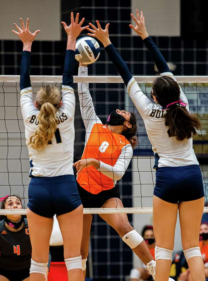 Lori Contreras had 12 kills Tuesday as United edged rival Alexander 3-2 to complete of the sweep round of District 30-6A play. Photo: Danny Zaragoza /Laredo Morning Times