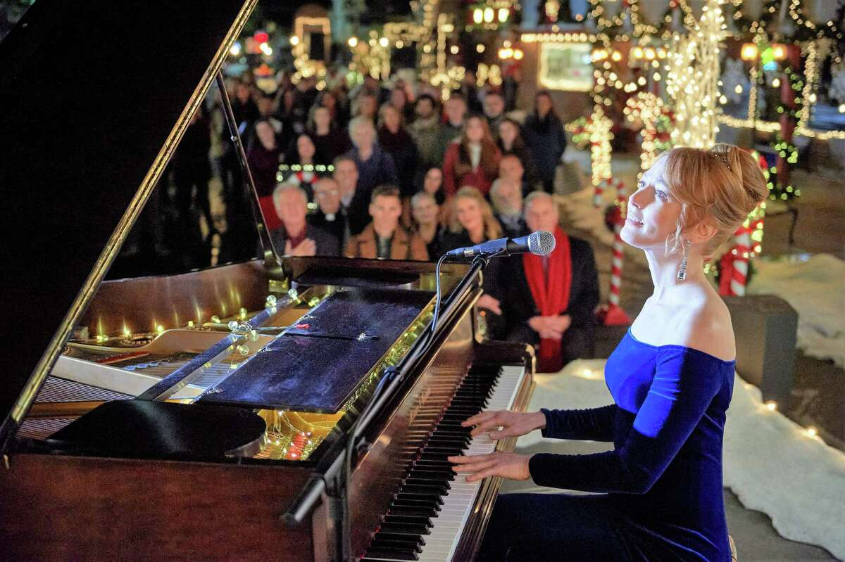 Dec. 12 & 13: Comfort and JoyEnjoy a virtual concert showcasing holiday music courtesy of Seattle Pro Musica and Conductor Karen P. Thomas. Take part in the free event, alongside a closing holiday carol singalong. The event will begin at 7:30 p.m. on Dec. 12 and 4 p.m. on Dec. 13. Dec. 12-31: Natalie MacMaster & Donnell Leahy's Celtic Family Christmas At Home Enjoy a virtual Celtic performance from Natalie MacMaster and Donnell Leahy beginning at 7 p.m. on Dec. 12, and available through the rest of the month. Ticket run $20 and can be purchased online.  Dec. 13-27: Studio East 'Twas the Night...Reimagined Studio East presents 'Twas the Night...Reimagined! This Eastside holiday tradition running nearly two decades tells the famous poem through the eyes of, not only the humans involved, but the run-away mice, hungry cats,