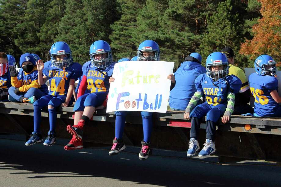 Evart High School, in true Wildcat spirit, hosted its annual Homecoming parade on Friday, Oct. 16. The parade featured Homecoming courts, the district's football teams and much more. For more photos, please turn to page ?. (Herald Review photo/Catherine Sweeney)