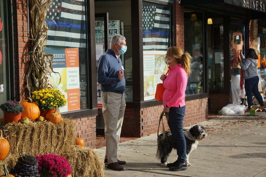 Bob Hebert, a Republican legislative candidate in Ridgefield, talks to a voter outside the GOP headquarters on Main Street in Ridgefield. Photo: Mark Pazniokas / CTMirror.org