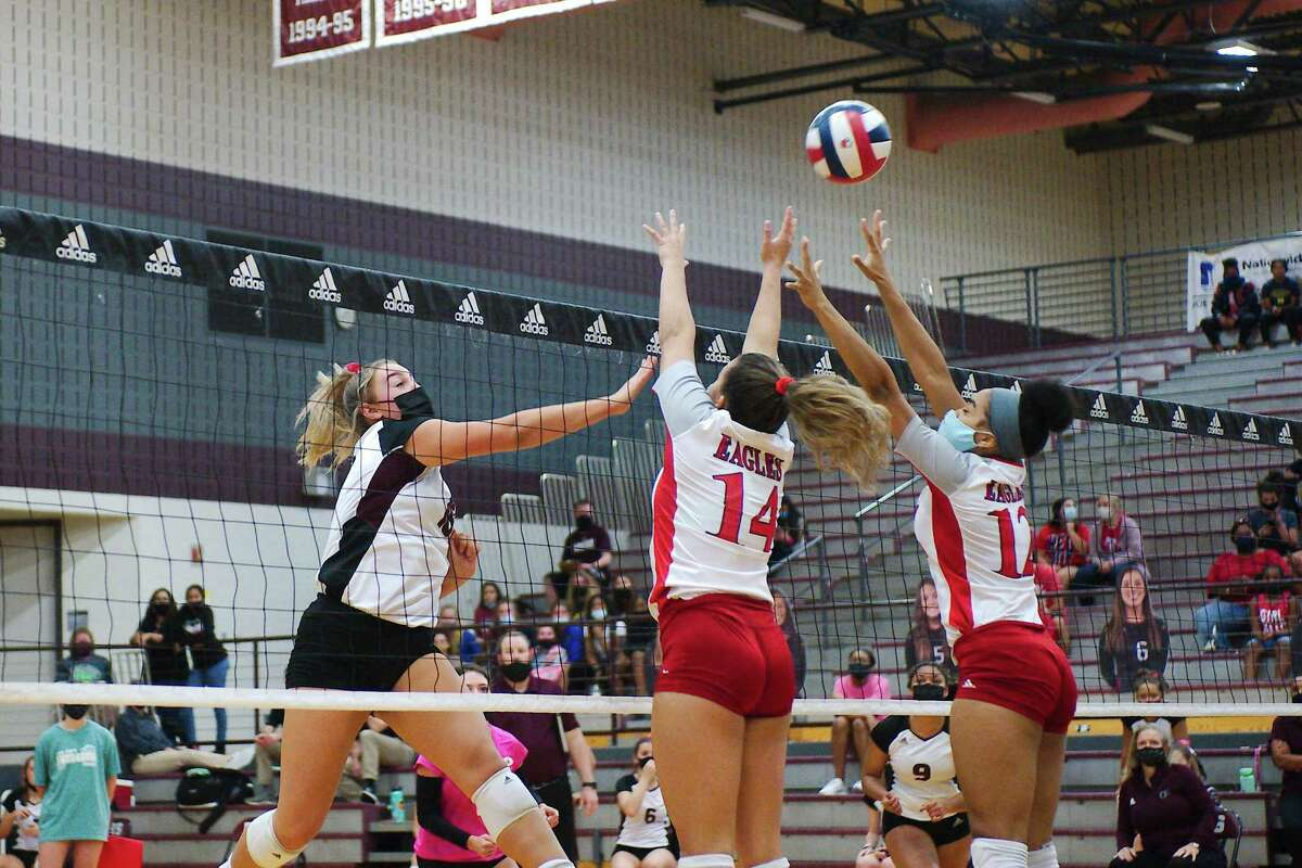 Pearland's Avery Schwartz (18) tries to hit a shot past Dawson's Kylie Nance (14) and Ava Kennon (12) Tuesday, Oct. 13 at Pearland High School.