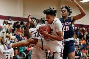 Summer Creek Jarek Thomas, middle, pulls down a rebound in front of guard Steven Sawyer (13) and Atascocita forward Landen King (20) during the first half of a high school basketball game Tuesday, Feb. 4, 2020 in Houston, TX.